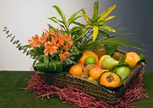 Preciosa cesta de fruta